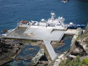 ROK gunboat docking at Dokdo  독도 獨島 竹島 たけしま