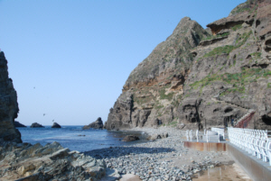 독도 獨島 竹島 たけしま Dokdo island's beach on East Islet