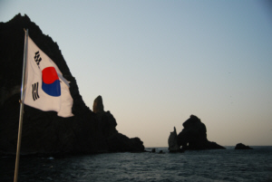 竹島 たけしま 獨島 독도 The Korean flag flies over Dokdo's East Islet with the West Islet in the background