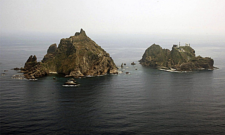 dokdo liancourt rocks from above 독도 たけしま 獨島 竹島