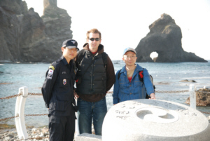 Dokdo guard, Ryan Saley and Mr Jin Seong on Dokdo, liancourt 독도 たけしま