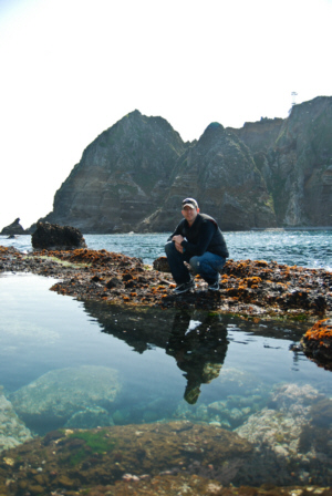 竹島 たけしま 獨島 독도 dokdo-takeshima.com team member Ryan Saley at Dokdo