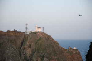 Dokdo watchtower as seen from the top of West Islet 독도 たけしま