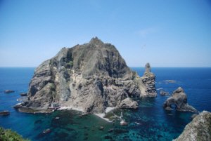 Dokdo's West Island showing numerous rocky beaches 竹島 たけしま 獨島 독도
