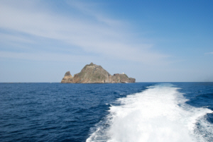 Leaving Dokdo en route to Ulleungdo  3독도 獨島 竹島 たけしま