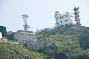 Beneath Dokdo East Islet watchtower 독도 獨島 竹島 たけしま