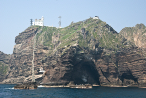 Cave on Dokdo's East Islet 독도 獨島 竹島 たけしま